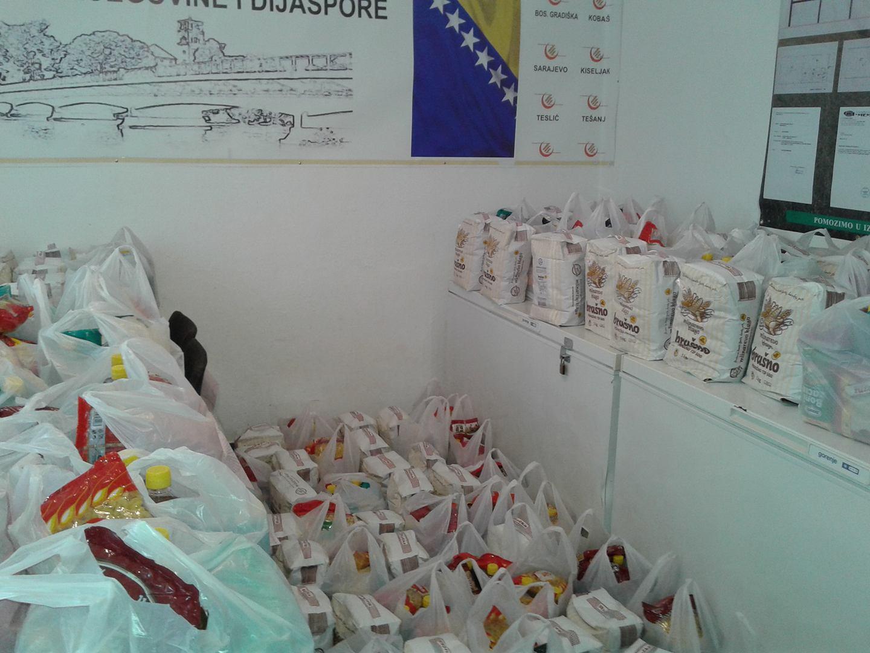 U Bihaću podijeljeno 300 paketa prehrambenih proizvoda