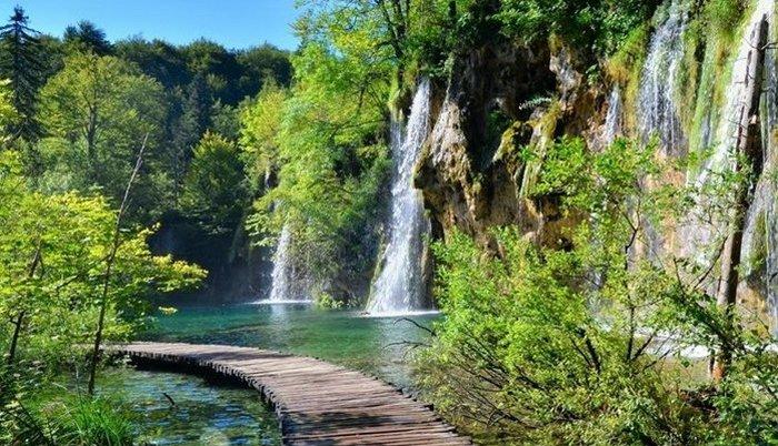 Turistkinja poginula pri padu u jezero s visine od 70 metara