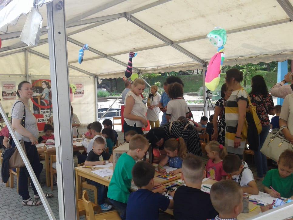 Otvoreni predškolski dvočas održan pod šatorom na gradskom trgu