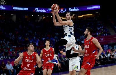 Slovenija pobijedila Srbiju za historijsko zlato na Eurobasketu, Dragićeva simultanka