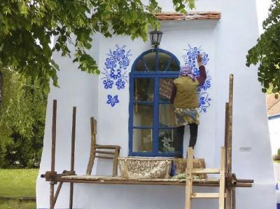 Starica iz Češke ukrašava prozore i vrata kako bi njeno rodno mjesto bilo ljepše