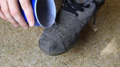 Za samo par minuta svaka cipela će postati otporna na kišu i snijeg