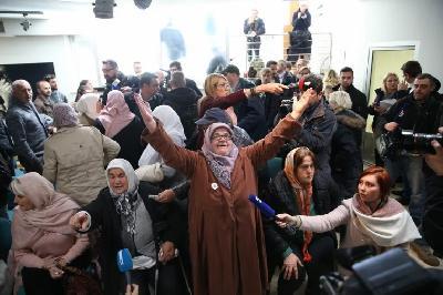 Majke Srebrenice u suzama dočekale presudu Mladiću: Neka smo barem pravdu doživjele