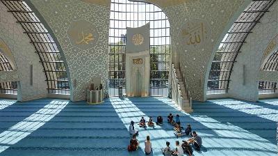 Džamija u Kelnu izgledom privlači pripadnike različitih religija