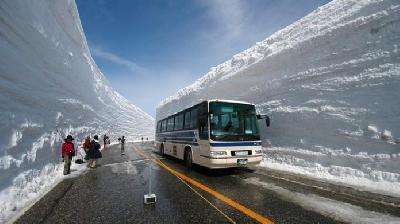Ovako u Japanu čiste snijeg visok 30 metara