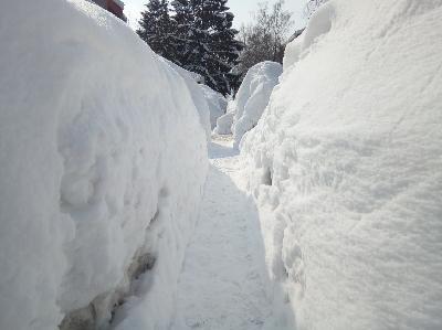 Težina snijega uzrokovala rušenje desetina krovova