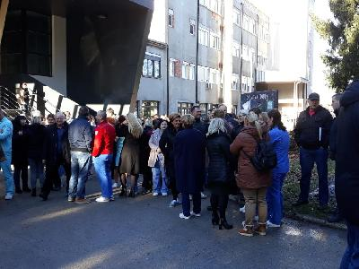 Jedni počinju štrajk upozorenja, drugi zamrznuli odluku o generalnom štrajku