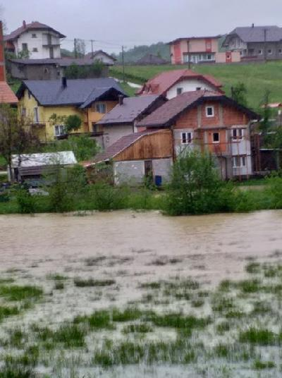 U Gati Rujnici voda došla na nekoliko metara od školskog objekta