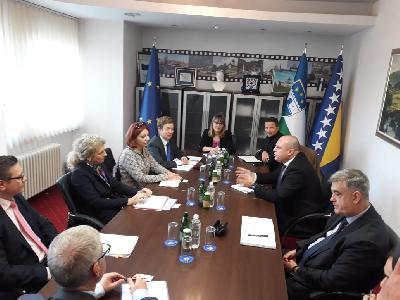 Zvaničnici EU u Bihaću razgovarali sa kantonalnim premijerom o migrantskoj krizi